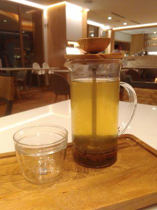 Foto 7 - Makanan(Golden Genmaicha (IDR 51k)) di Lewis & Carroll Tea oleh Renodaneswara @caesarinodswr