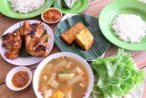 Foto Nasi Uduk & Ayam Goreng Lahap