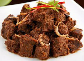5 Masakan Tradisional Indonesia yang Membuat Kamu Harus Ekstra Sabar