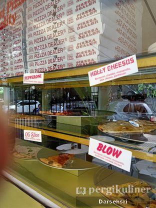 Foto 6 - Interior di Pizzza Dealer oleh Darsehsri Handayani
