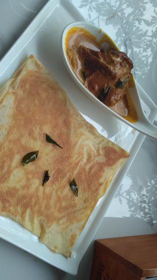 Foto 1 - Makanan(Canai with chicken curry) di PappaRich oleh Stella Griensiria
