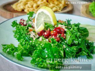 Foto 19 - Makanan(Quinoa Healthy Salad) di Chatelier oleh Yummy Eats