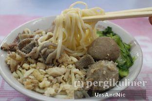 Foto 4 - Makanan(Mie ayam bakso babat) di Bakmi Tasik oleh UrsAndNic