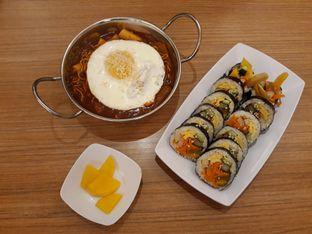Foto 1 - Makanan(Rabokki, ori gimbap, acar lobak) di Tteokbokki Queen oleh Lely08