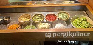 Foto 1 - Makanan(Salad bar) di Cha-Cha Cafe oleh beverlyapr