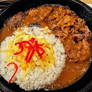 Foto 2 - Makanan(Beef & Hamburg Curry Rice) di Pepper Lunch oleh duocicip