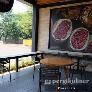 Foto 5 - Interior di Angel In Us Coffee oleh Darsehsri Handayani