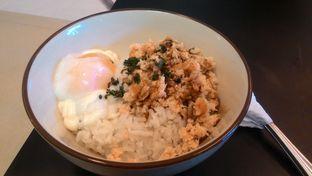 Foto 2 - Makanan(Smoked Salmon Rice Bowl) di Epoch Kitchen & Bar oleh T Fuji Hardianti