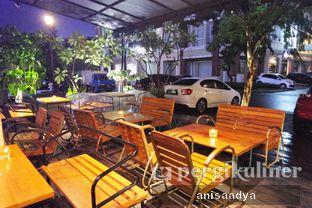 Foto 6 - Interior di The Bunker Cafe oleh Anisa Adya
