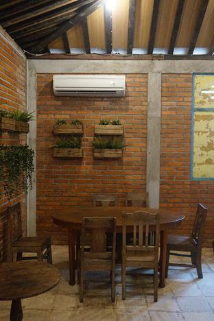 Foto 6 - Interior di Ragil Coffee & Roastery oleh yudistira ishak abrar
