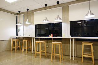 Foto 11 - Interior di Pizza Place oleh iminggie