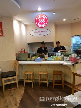 Foto 6 - Interior di Salad & Sushi 368 oleh UrsAndNic