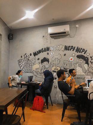 Foto 2 - Interior di Papercup Coffee oleh menumenusby