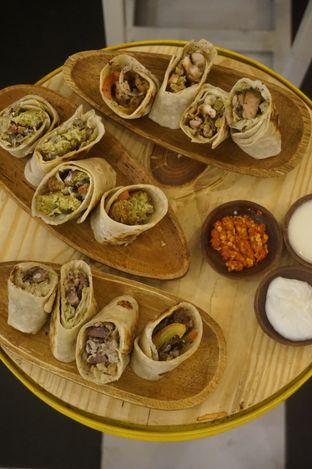Foto 1 - Makanan di Emado's Shawarma oleh yudistira ishak abrar