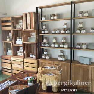 Foto 3 - Interior di Kuki Store & Cafe oleh Darsehsri Handayani