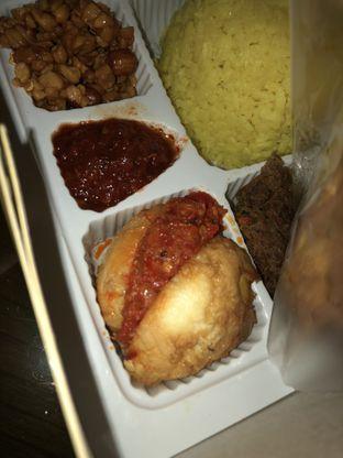 Foto 3 - Makanan di Nasi Kuning Cakalang Oma oleh Mitha Komala