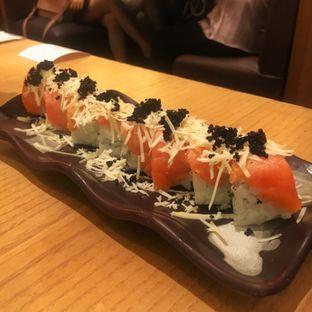 Foto 3 - Makanan(Salmon Cheese Roll) di Sushi Tei oleh Fadhlur Rohman