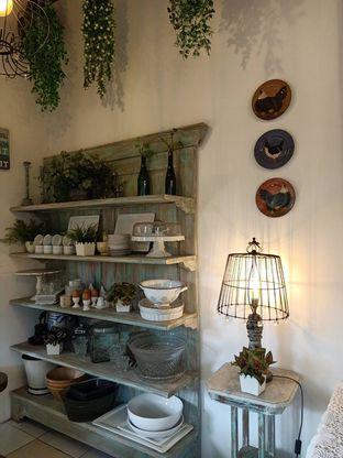 Foto 4 - Interior di Ol' Pops Coffee oleh Shafira Khairunnisa