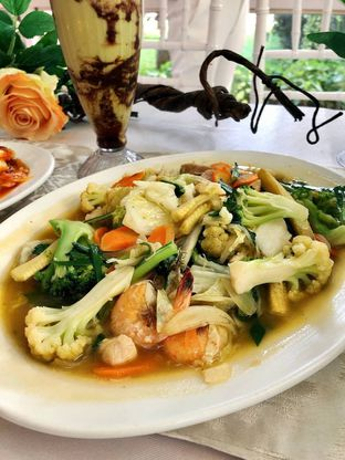 Foto 4 - Makanan di Tsamara Resto & Function Hall oleh kdsct