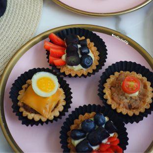 Foto 3 - Makanan(Fruit tart pies) di Eighteen Pies oleh Stellachubby