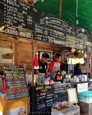 Foto 5 - Interior di Waroeng Kopi Modjok (Warkop Modjok) oleh Eat and Leisure