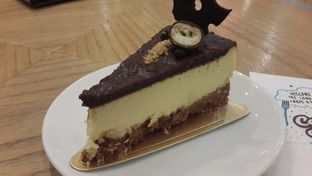 Foto 2 - Makanan(Cheesecake Ovomaltine) di Colette & Lola oleh Chrisilya Thoeng