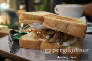 Foto 5 - Makanan(Chicken Sandwich with Mushroom Sauce) di Maraca Books and Coffee oleh Desy Apriya
