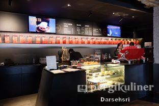 Foto 6 - Interior di Tanamera Coffee Roastery oleh Darsehsri Handayani