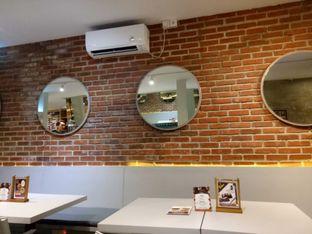 Foto 3 - Interior di Mula Coffee House oleh MeggyGyian