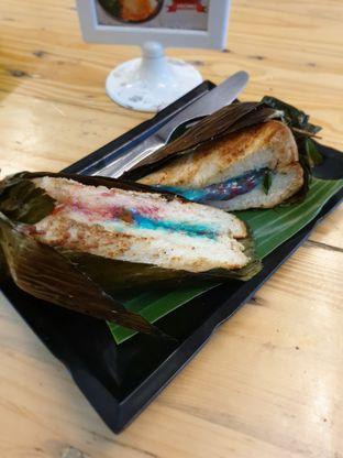 Foto 6 - Makanan(RB Selimut Hijau Rainbow Mozarella) di Dapoer Roti Bakar oleh Adhy Musaad