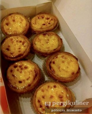 Foto - Makanan(original golden egg tart) di Golden Egg Bakery oleh Patsyy