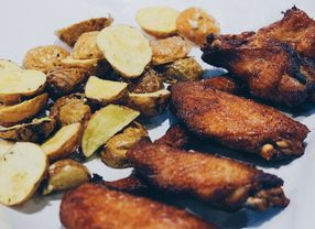 8 Restoran dengan Menu Chicken Wings Paling Enak