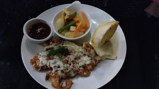 Foto 1 - Makanan(Swiss Mushroom Chicken) di B'Steak Grill & Pancake oleh Anggraeni Suliwantari