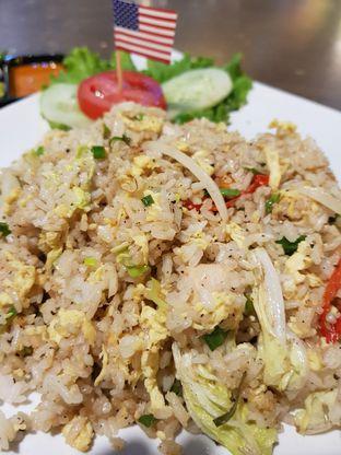 Foto 2 - Makanan(Nasgor Ayam Lada Hitam) di Nasi Goreng Diplomat oleh Clara Yunita