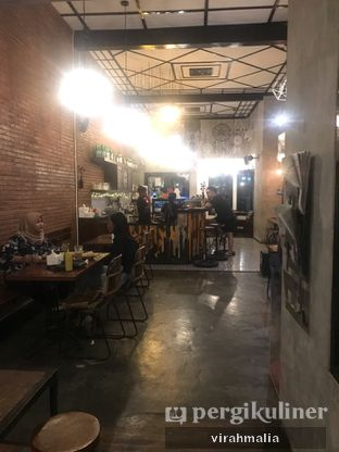 Foto 2 - Interior di BlackBarn Coffee oleh Delavira