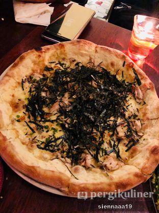 Foto 3 - Makanan(PIZZA CHICKEN TERIYAKI MUSHROOM ) di AW Kitchen oleh Sienna Paramitha