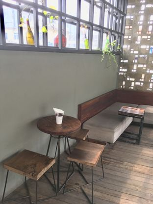 Foto 6 - Interior di Fillmore Coffee oleh Prido ZH