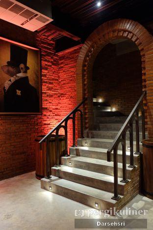 Foto 9 - Interior di The Brotherhood oleh Darsehsri Handayani