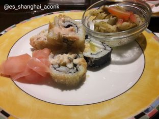 Foto 18 - Makanan(Salad & sushi.) di Cafe One - Wyndham Casablanca Jakarta oleh Michael Wenadi