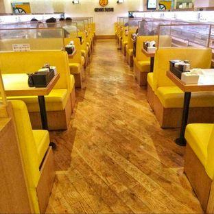 Foto 4 - Interior di Genki Sushi oleh @makansamaoki