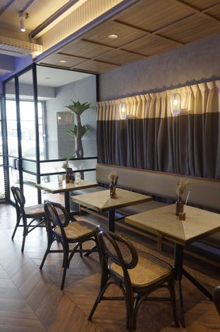 Foto 19 - Interior di Phos Coffee & Eatery oleh yudistira ishak abrar