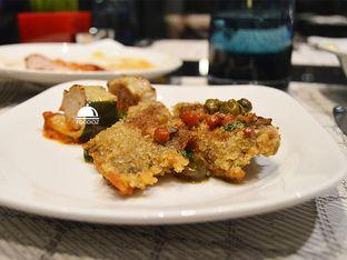 Foto 9 - Makanan(Lamb Schnitzel) di Collage - Hotel Pullman Central Park oleh IG: FOODIOZ