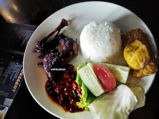 Foto 1 - Makanan di Dago Bakery oleh Devi Renat