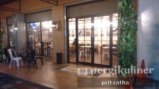 Foto 6 - Eksterior di Wheels and Brakes Cafe oleh Prita Hayuning Dias
