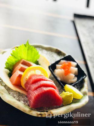 Foto 5 - Makanan(ATSUGIRI SASHIMI 3 KINDS) di Enmaru oleh Sienna Paramitha