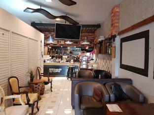 Foto 3 - Interior di Thamir Coffee oleh D L