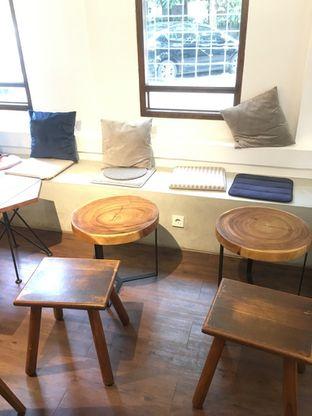 Foto 10 - Interior di Simetri Coffee Roasters oleh Prido ZH