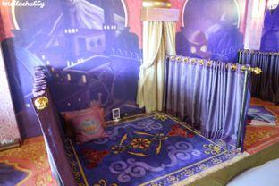 Foto 5 - Interior di Arabian Nights Eatery oleh Stellachubby