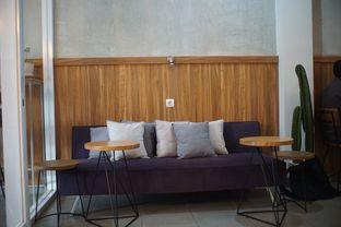 Foto 5 - Interior di Pivot Coffee oleh Fadhlur Rohman