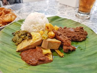 Foto 4 - Makanan(Rendang sapi) di Nasi Kapau Juragan oleh foodstory_byme (IG: foodstory_byme)